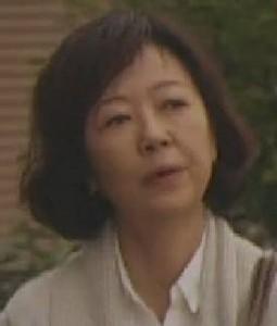 井上和枝(いのうえ かずえ):浅田美代子(あさだ みよこ)