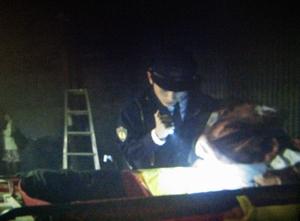 イバラのオペ手術の結果を発見する警察官