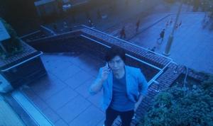エンジェルハート8話、新宿にて、リョウが防犯カメラ越しに冴子と話をするシーン。ロケ地は新宿都庁近く
