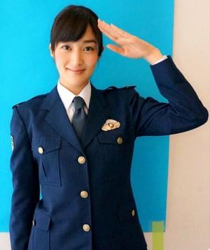 ヒガンバナ8話の伊東凛ちゃん(いとうりん)の制服姿(婦警さん)の画像