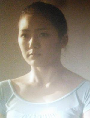 ドラマヒガンバナ第5話に出演する尾中琴美(おなかことみ)さん演じる透子(薫子・知英ジヨンの妹)