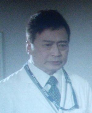 ヒガンバナ8話ラサール石井(らさーるいしい)さん演じる被害者の安奈の医師[服部正章]